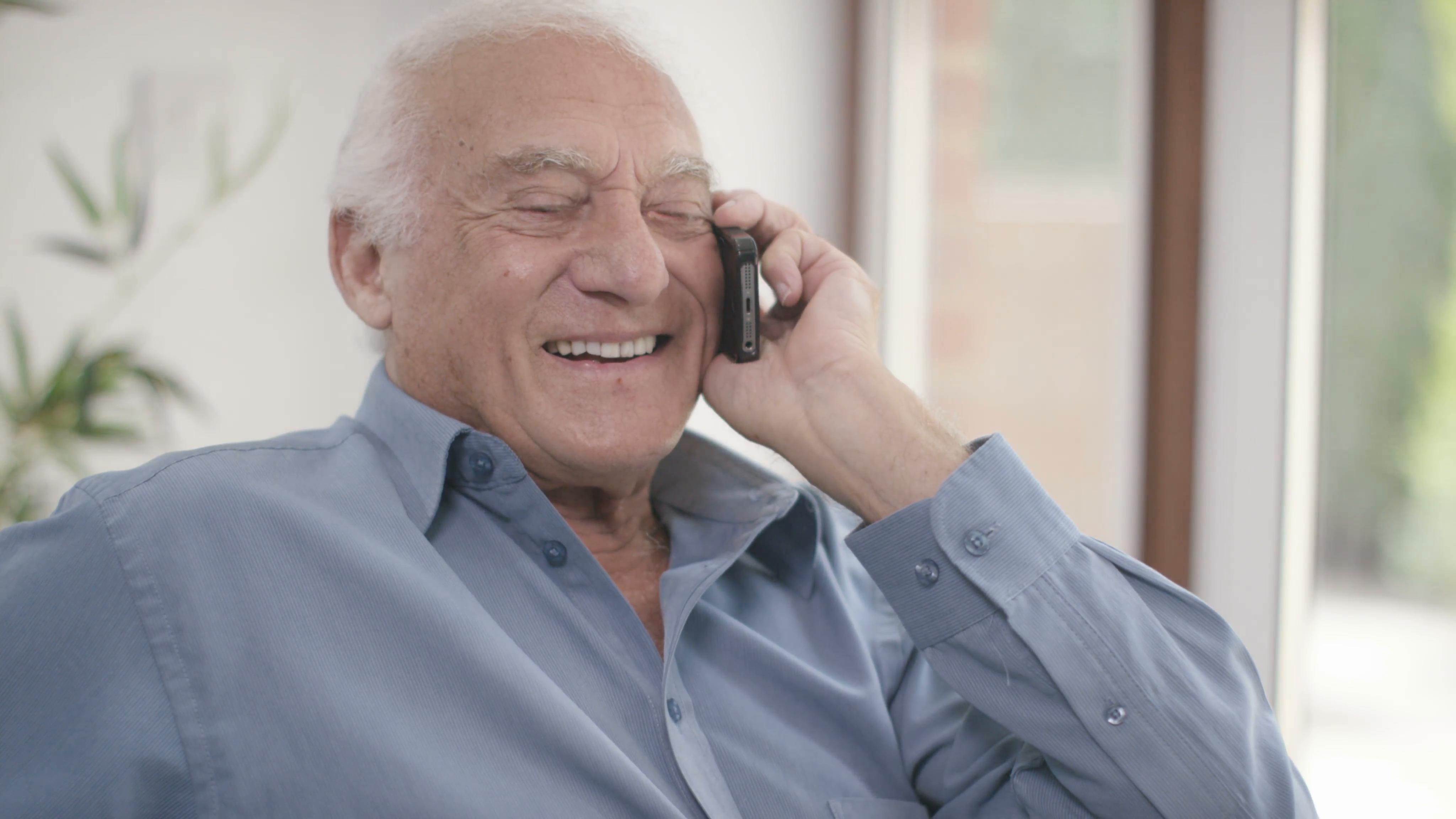 Интернет-провайдер в Красноярске рассказывает: «Бабушкофоны»: какие телефоны стоит покупать пожилым родственникам.